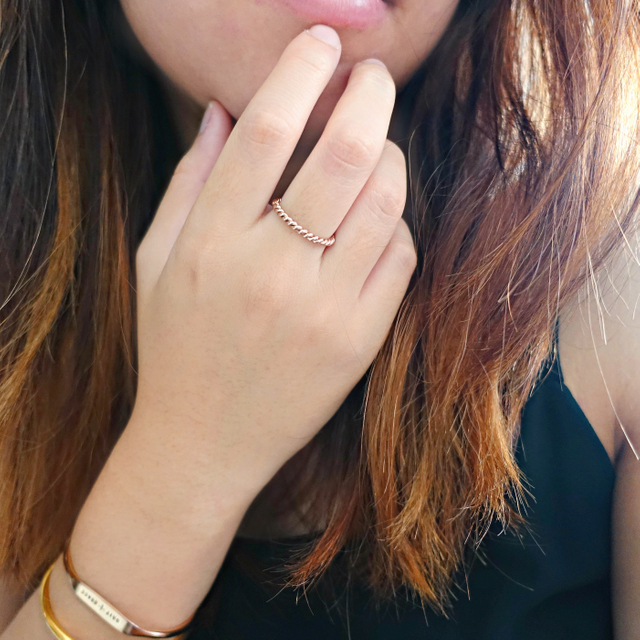 Twisted Thin Band Ring (Rose Gold)