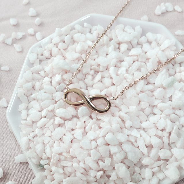 Infinity Necklace (Rose Gold)